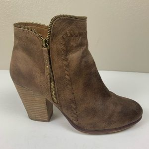 Daisy Fuentes Distressed Brown Ankle Boots Size 11